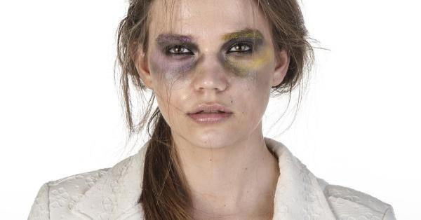 Тиктокерша показала последствия абьюза с помощью макияжа. Но принесла людям больше вреда чем пользы