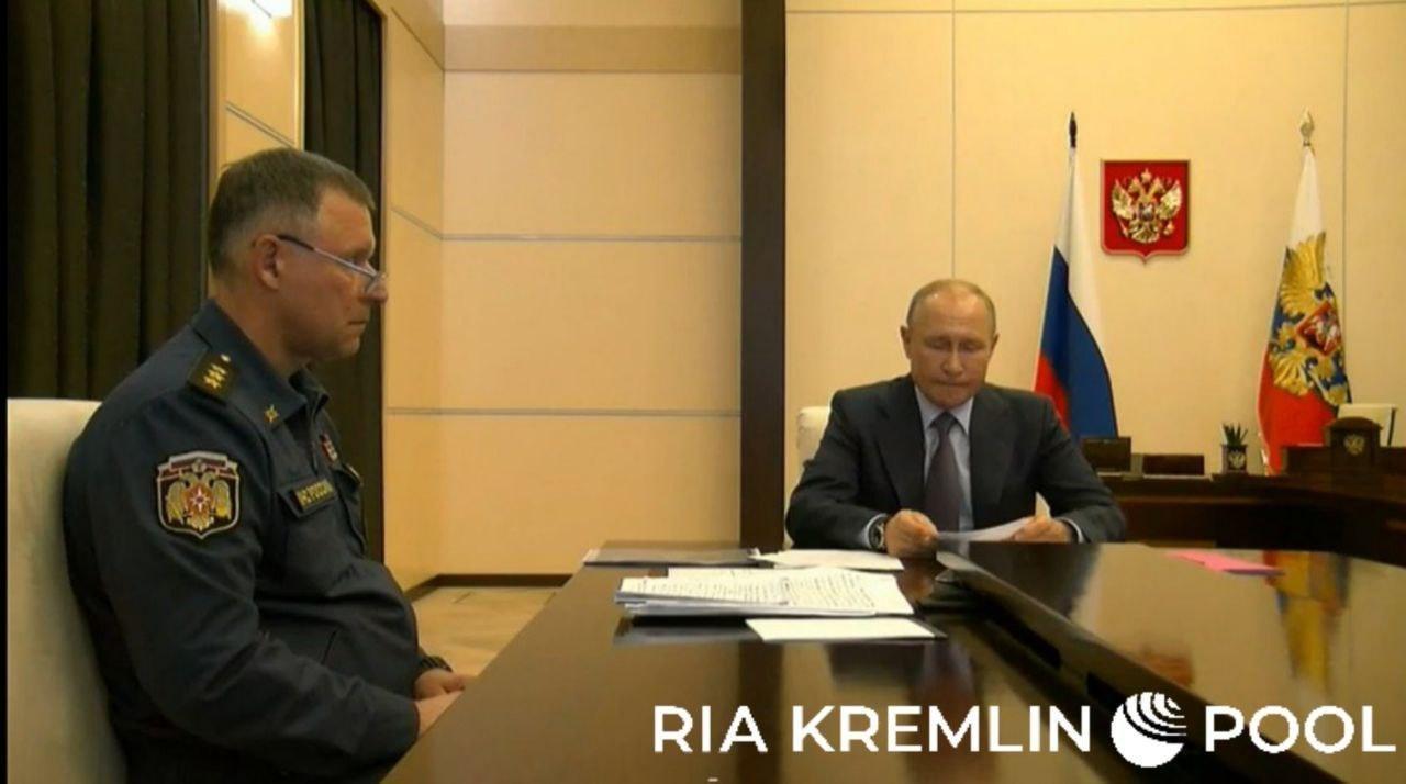 В кабинете Путина кое-что изменилось. Глава МЧС пришёл с докладом - и намёком, что президент не в бункере