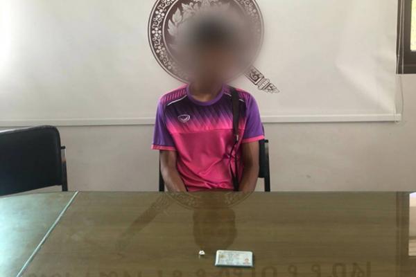 Парня задержала полиция за хранение наркотиков, но он им сам сдался.