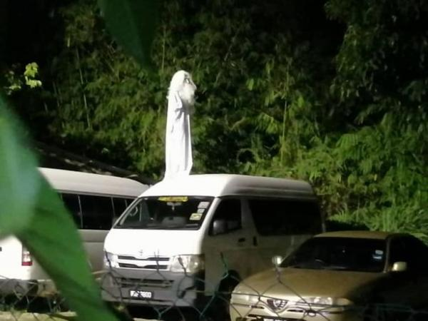 По ночам на улицы Малайзии и Индонезии выходят призраки, и это не миф. Привидения спасают людей от COVID-19