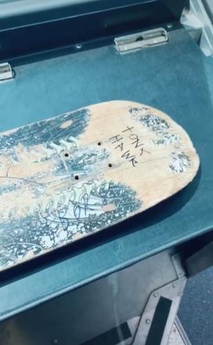 Малыш передал скейт Тони Хоуку через почтальона, а он не знал адрес. Но сделал так, что кумир сам нашёл фаната