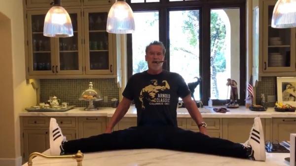 Арнольд Шварценеггер разработал свою технику растяжки. Сесть на шпагат смогут смотревшие урок Арни внимательно