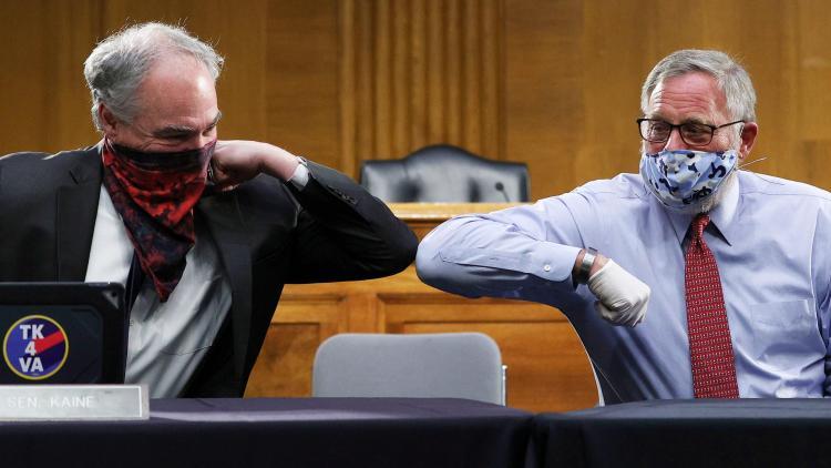 Политик показал какая маска поможет абсолютно всем. Она не только остановит COVID-19, но и ограбит его