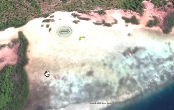 Парень увидел на Google Earth подземный бункер инопланетян.