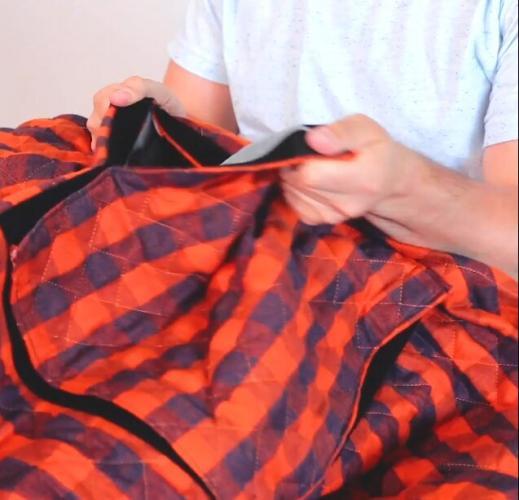 Парень создал одеяло для тех, чьим ногам жарко по ночам. От новинки в восторге и люди, и подкроватные монстры