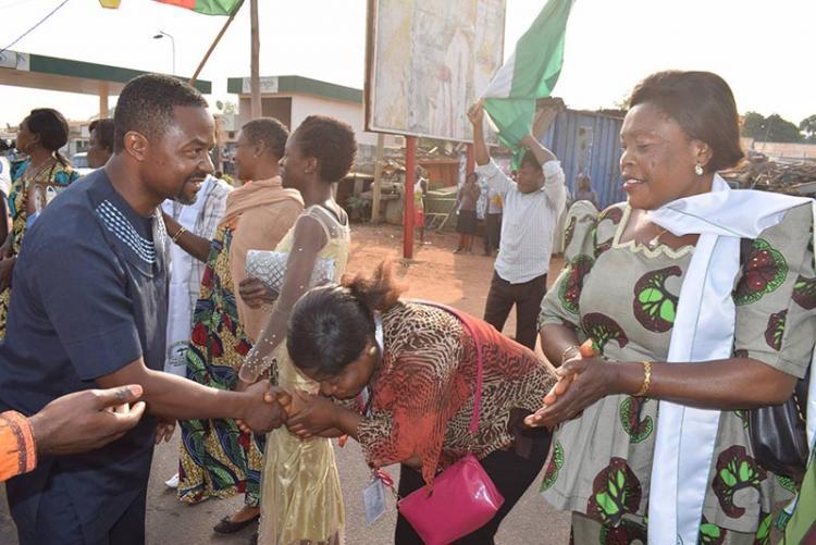 """Кандидат в президенты Камеруна умер от коронавируса. Неудивительно – с учётом то, как он """"исцелял"""" других"""