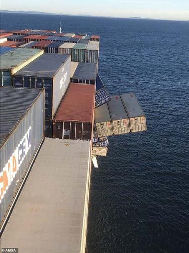 В Австралии произошло кораблекрушение. И оно надолго снабдило жителей Сиднея бесплатными масками