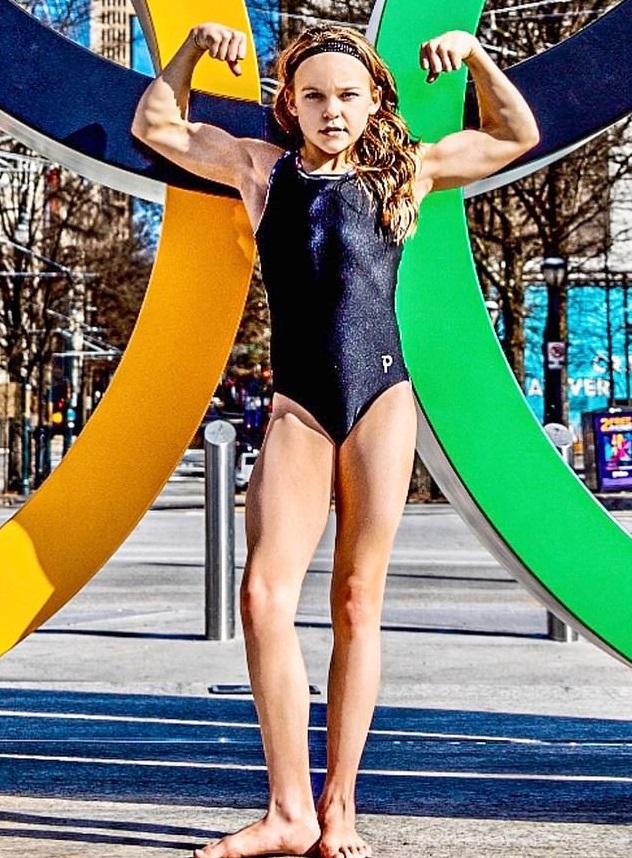 Девочка в 10 лет начала много тренироваться и не смогла остановиться. Теперь её фигура - мечта любого качка