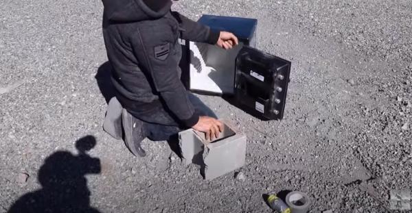 Блогер решил проверить, что будет, если положить в сейф гранату. Эксперименты ещё не были такими взрывными