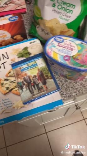 Пара заскучала на карантине и придумала новую игру в супермаркете