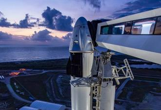 SpaceX прошла своё главное испытание. Ракета Илона Маска увезла на орбиту пилотов - пусть и со второй попытки