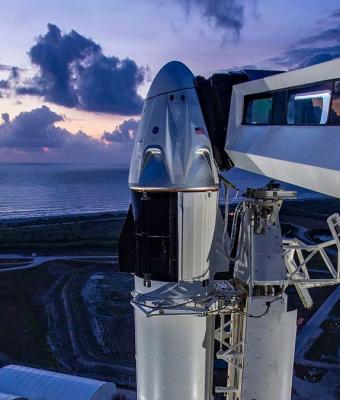 SpaceX прошла своё главное испытание. Ракета Илона Маска увезла на орбиту пилотов — пусть и со второй попытки