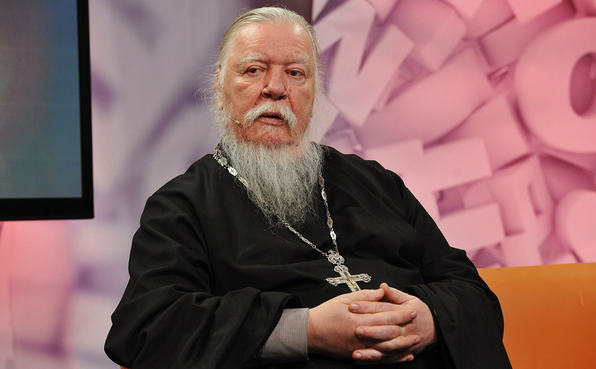 Жена московского священника написала в фейсбуке, что протоиерей Смирнов болен COVID-19. Но пост быстро исчез