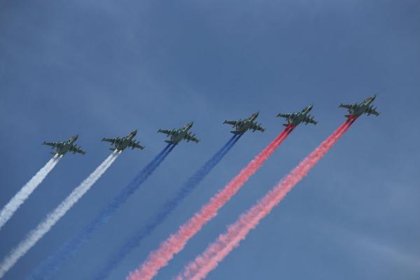 В Москве прошёл авиационный парад в честь дня Победы. Однако многих зрителей привлекли не самолёты, а облака