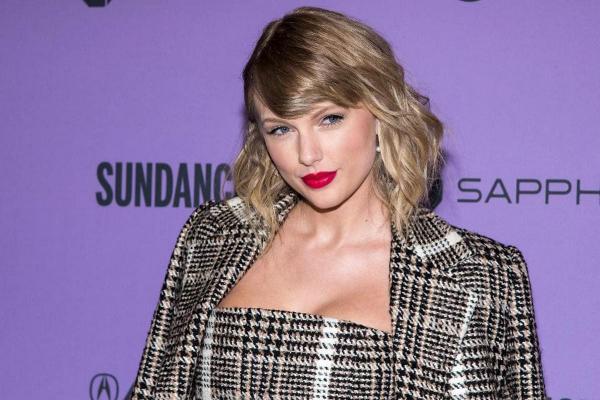 """Фанаты восхищены Тейлор Свифт из-за её песни в """"Убивая Еву"""". Кажется, певица обхитрила с треком Скутера Брауна"""