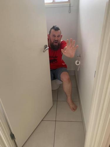 Риэлтор попросил мужчину прислать фото жилища и получил неожиданный ответ.