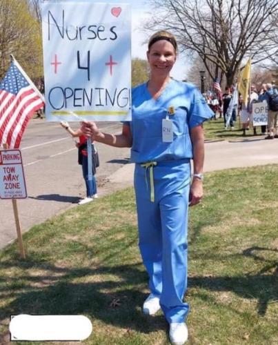 """""""Медсестра"""" пришла протестовать против карантина и заработала насмешки. Ведь люди мигом её разоблачили"""