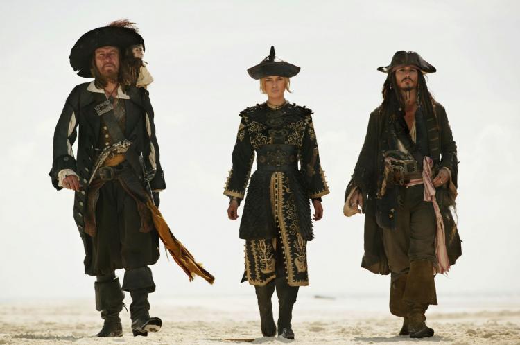 """Люди задумались о судьбе Элизабет Суонн и пришли в ярость. Похоже, в """"Пиратах Карибского моря"""" что-то напутали"""