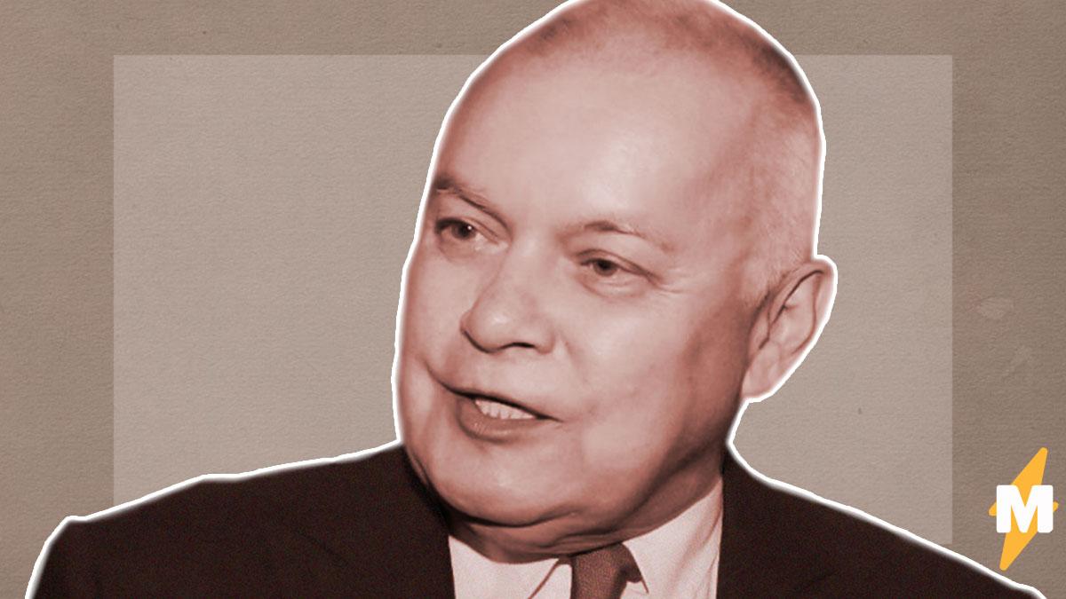 Дмитрий Киселёв заявил, что россияне «не заслужили» ослабления карантина. Он предрёк новый пик заболеваний