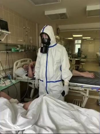 """Доктор Мясников выложил в инстаграм видео из """"красной зоны"""". Кадры напоминают фильмы про учёных и инопланетян"""