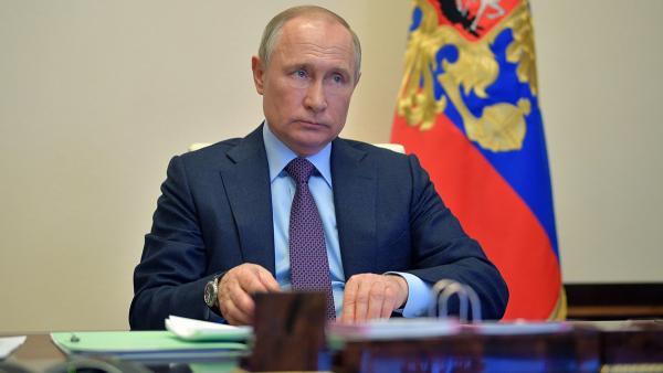 «Попробуйте это получить». Владимир Путин озвучил меры поддержки бизнеса и самозанятых граждан из-за COVID-19
