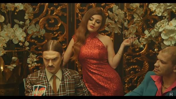 Little Big выпустили клип о гипнотических танцах. И ввернули не только Uno, но и кучу отсылок к кино