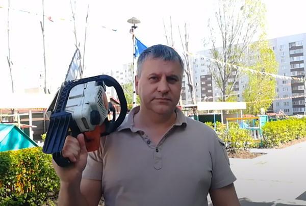 Ульяновский кандидат в депутаты появился на виде с пилой. И люди приняли это за хоррор про распил бюджетов