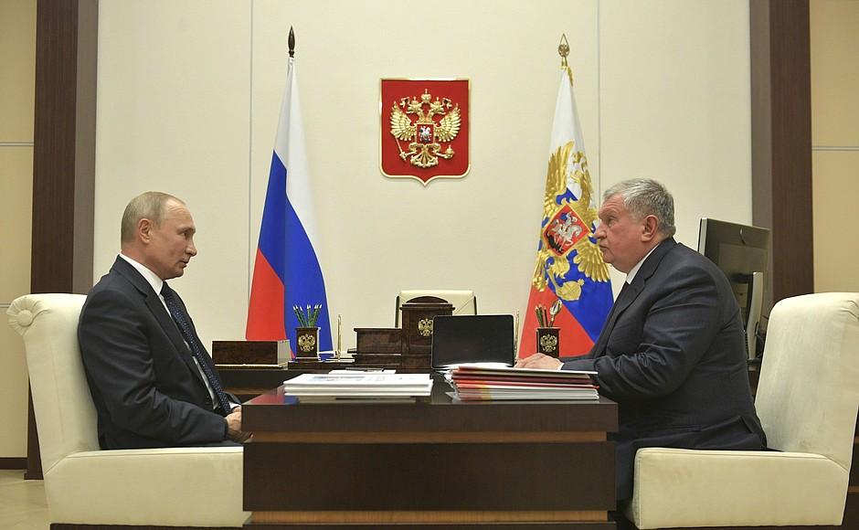 Сечин привёз на встречу к Путину планшет. Президент посмотрел и сказал то, что хочет услышать каждый россиянин
