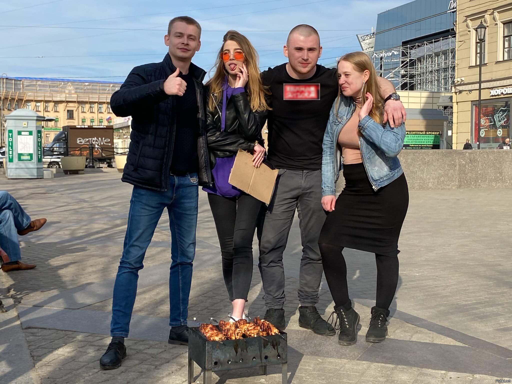 Блогерам из Петербурга выписали чек за шашлыки на Сенной. Вот только оплачивать его придётся в полиции