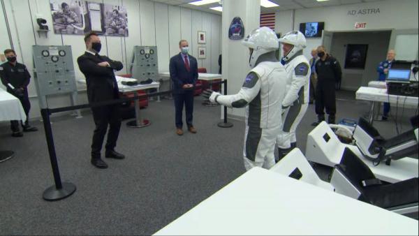 SpaceX прошла свое главное испытание. Ракета Илона Маска увезла на орбиту пилотов - и это круче, чем в кино