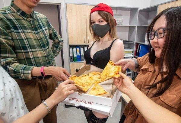 Танцовщицы go-go и стриптиза в Якутске освоили новую профессию. Но правила работы остались неизменными