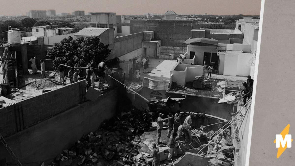 В страшной авиакатастрофе в Пакистане есть выжившие. Это банкир и младенец – и их спасение похоже на чудо