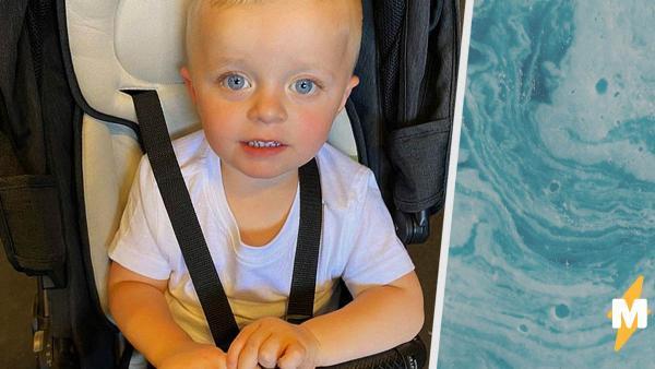 Мальчик умылся, и его не узнала мать. Он случайно сменил цвет кожи, перепутав баночки с малом и автозагаром