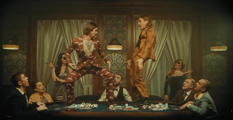 Little Big представили клип на трек HYPNODANCER с отсылкой к UNO. Правда, кроме этого, люди ничего не поняли