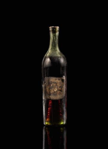 Работнику заплатили бутылкой, и его родные счастливы. Её оценили в огромное состояние, правда, через 300 лет