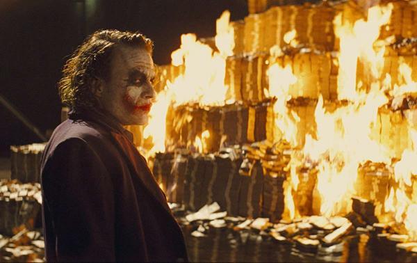 Парень хотел потратить деньги из копилки, но познал боль. Он увидел, что стало с купюрами - их уже не спасти
