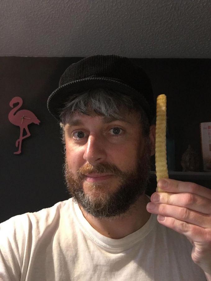 Мужчина показал в Сети чипсину и побил мировой рекорд. Это тот случай, когда размер правда имеет значение