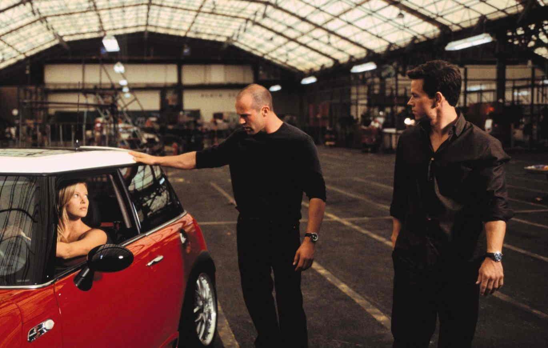 Парень украл машину всего за пару секунд и даже на попался. Рассеянность сделала его королём угона (и фейлов)