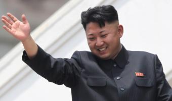 Люди увидели загадочное пятно на руке «воскресшего» Ким Чен Ына и гадают, откуда оно. Теории ведут к двойникам