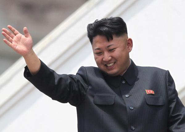 Люди увидели чёрное пятно на руке Ким Чен Ына и гадают над его значением. Версии включают даже иноплане