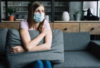 Можно ли заразиться коронавирусом дома. Вероятность есть, и маски с перчатками бесполезны