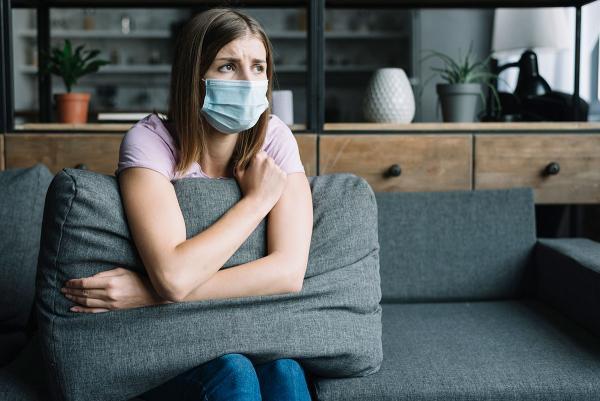 Можно ли заразиться коронавирусом дома. Вероятность есть, и защищаться нужно не масками и перчатками