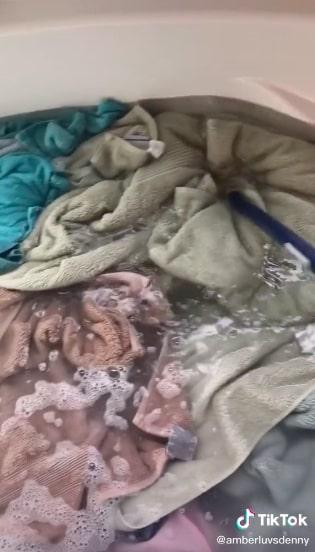 Думали, стиральная машина делает вещи чистыми? Тиктокерша показала результаты стирки, и это ломает стереотипы