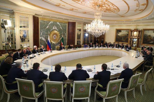 Рамзан Кадыров выложил в свой телеграм фото с совещания.