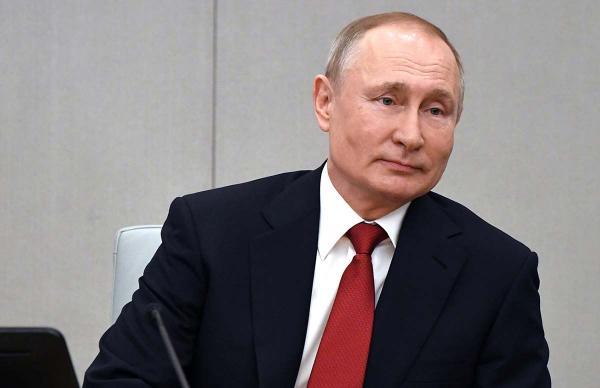 В новом законопроекте Путина стоит ссылка на Конституцию 2020 года. Оказывается, мы голосовали за неё в марте