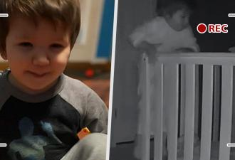 Родители услышали шум в детской, включили видеоняню и умилились. Увиденное доказало: они растят будущего героя