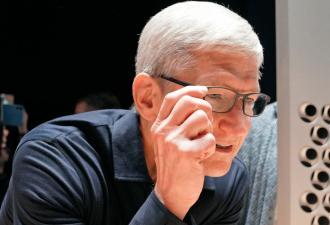 В Сети рассказали, что умные очки от Apple могут появиться до конца 2020-го. И люди их уже видели на Тиме Куке