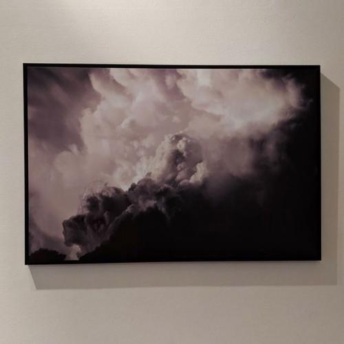 Девушка купила картину с облачками, но не заметила криповую деталь. И теперь изгнать зло из её дома невозможно