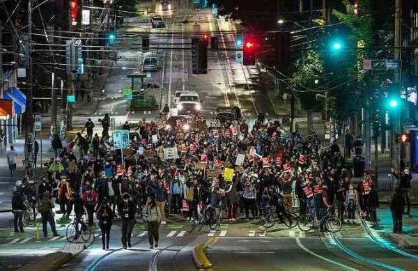 Демонстранты в США создали островок анархии, и это не метафора. Они основали своё государство Чаз и даже армию