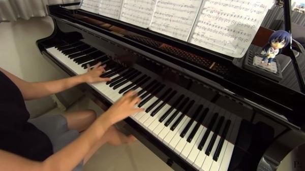 Видео пианистки никто не смотрел, но дело оказалось не в мастерстве. Стоило раздеться, и её полюбили миллионы